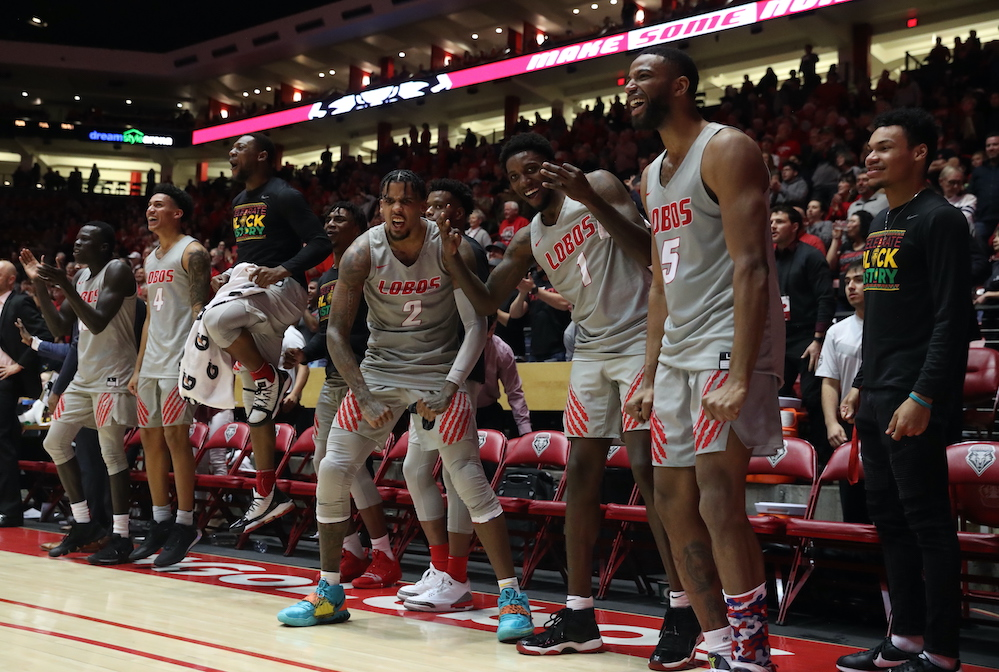 Lobos bounce back with 97-68 win over Wyoming