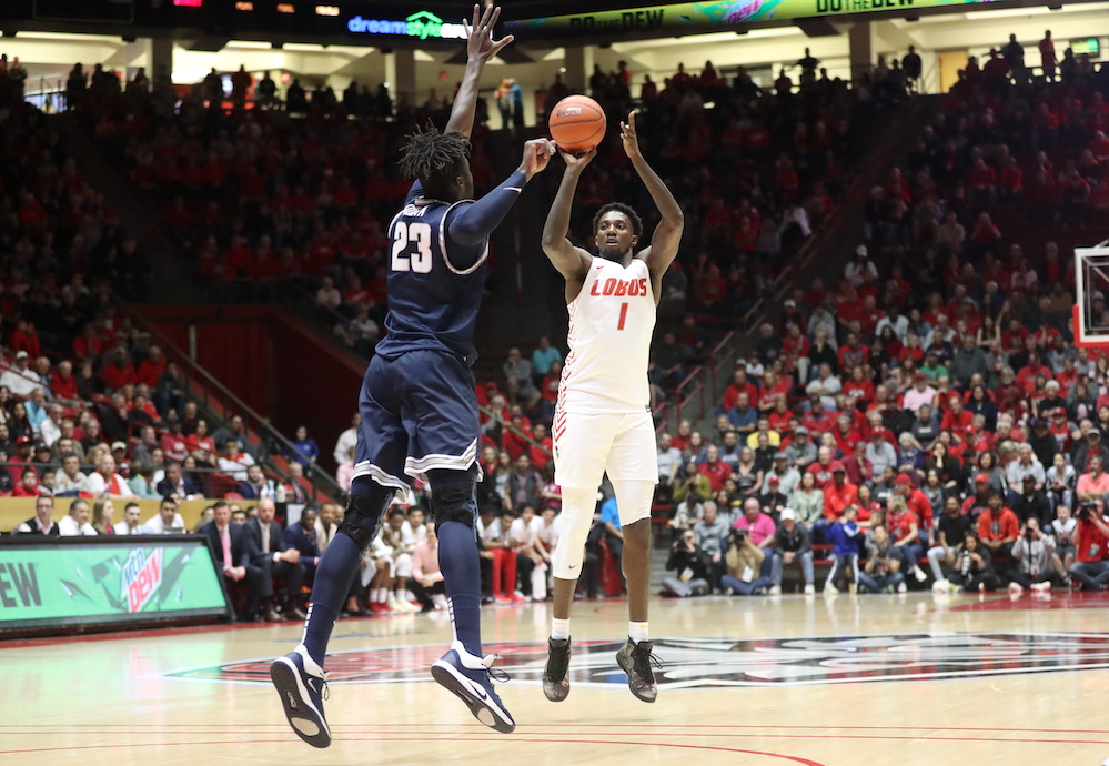 Manigault steals win from Utah State in regular-season finale