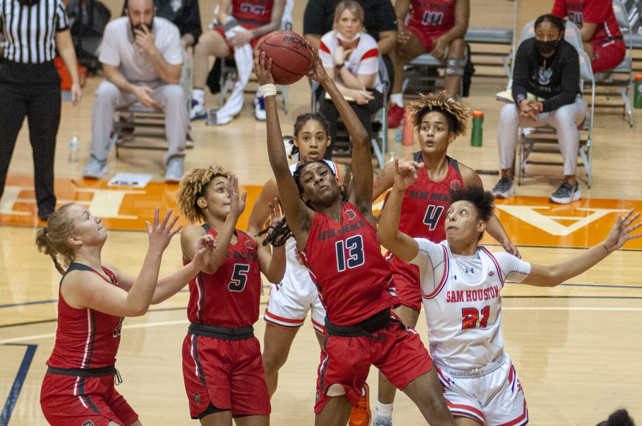 Lobos Overcome Poor 1st Quarter And Defeat Sam Houston State
